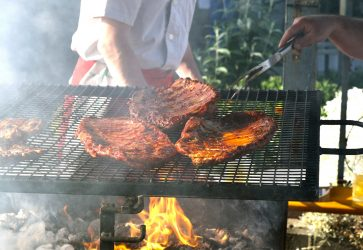 Enjoy ribs and smokehouse favorites at the Windy City Ribfest!